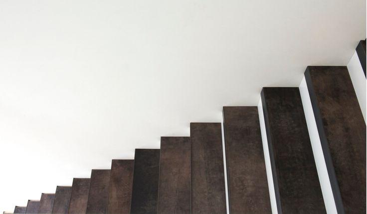 Traprenovatie: dat doe je toch zelf? Leren bekleding voor trap