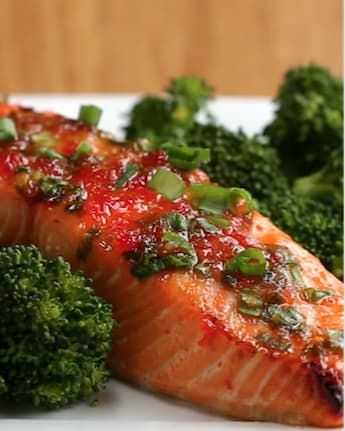Servings: 3INGREDIENTS3 4-ounce salmon fillets½ cup sweet chili sauce¼ cup chopped scallionsPREPARATION1. Preheat oven to 400°F/200˚C.2. In a bowl, mix together the salmon, chili sauce, and the scallions.3. Place the fillets on a baking tray lined with parchment paper. Spoon any leftover sauce on top of the salmon.4. Bake for 12-15 minutes, until the salmon is cooked but still tender.5. Enjoy!