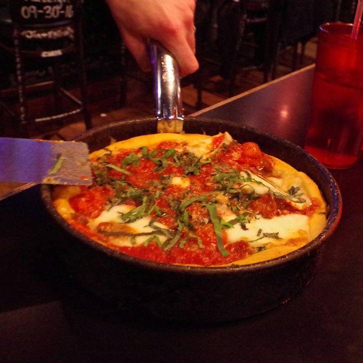 シカゴの名物料理のピザ #アメリカ旅行#人旅#アナザースカイ#街歩き#一眼レフ#シカゴ#フード#ピザ#ちか友#chikatomo#chicago#trip#travel