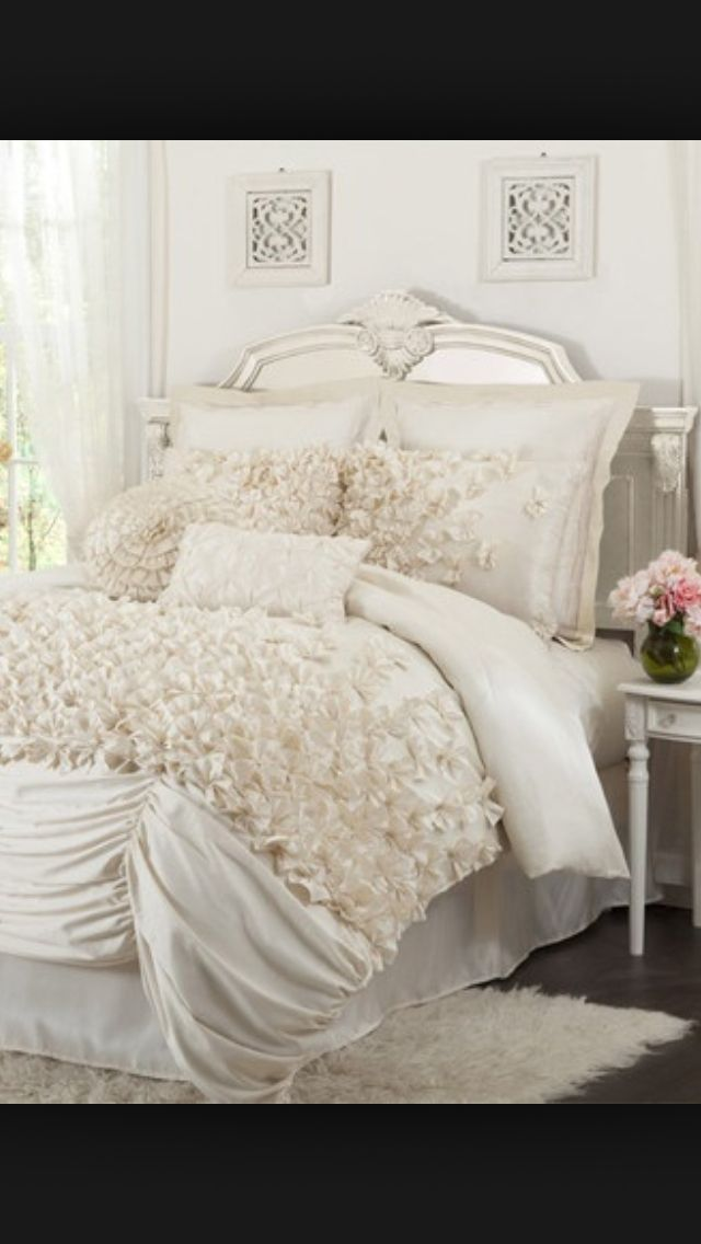 I love white sheet bed!