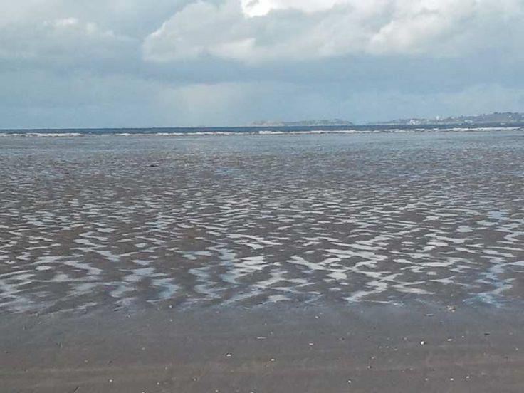 """L'océan au loin et la plage nue qui s'étend - En lien avec la cinquième partie du poème """"Les pauvres gens"""", de """"La Légende des siècles"""" de Victor Hugo, dit par Pierre-François Kettler.  """"Au fond était couchée une forme terrible"""""""
