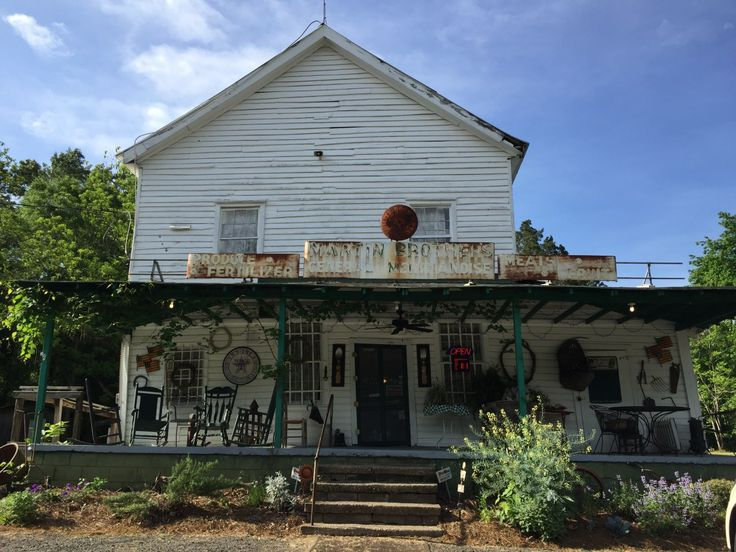 """It's a hidden gem: The best food, a great atmosphere, full of sweet people, and a historical experience. You can eat breakfast there """"until the grits run out"""".  You wouldn't know about this p…"""