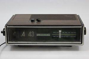 Nice Vintage AM/FM Flip Alarm Clock Radio Soundesign No 3545