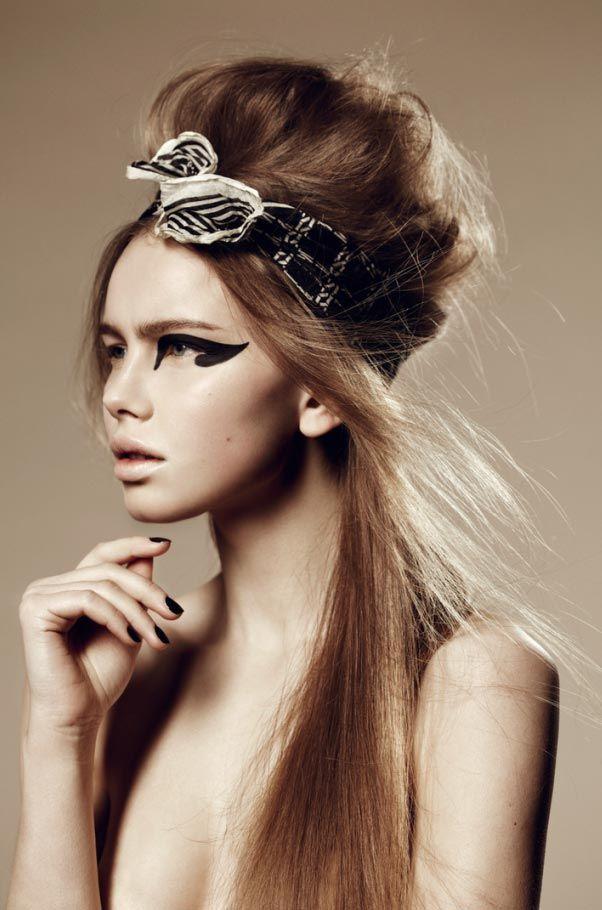 graphic-black-catseye-black-nails-make-up
