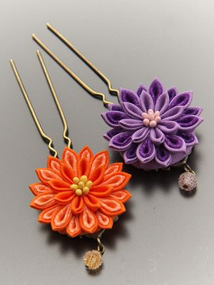Japanese tsumami kanzashi - i really want to make these.