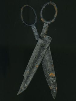 scissors  Production Date: Late Medieval; 14th century ID no: 87.13  - See more at: http://collections.museumoflondon.org.uk/Online/object.aspx?objectID=object-28700&start=8&rows=1#sthash.XExlnk1U.dpuf