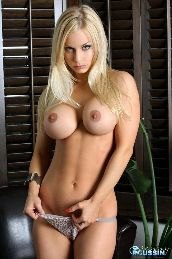 Nude girls to jack off to