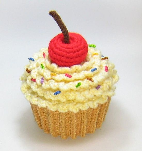 Little Big Projects: Amigurumi Cupcake Plush.