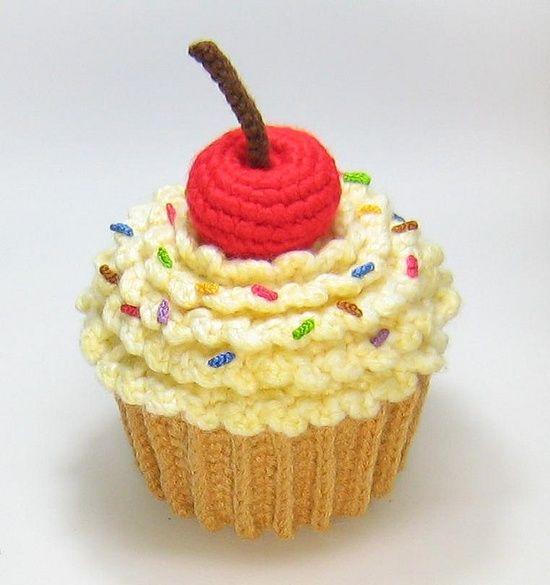 Little Big Projects: Amigurumi Cupcake Plush.