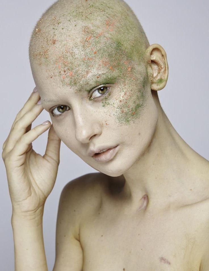 Η Γυναίκα που Επέστρεψε στο Μόντελινγκ Έχοντας Χάσει το Σαγόνι της από Καρκίνο | VICE | Greece