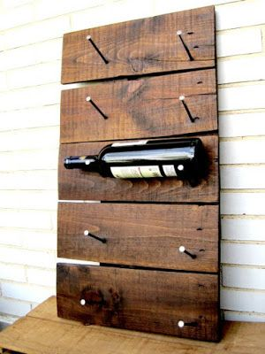 Mi primer botellero hecho a mano con palets. My first handmade wine rack.