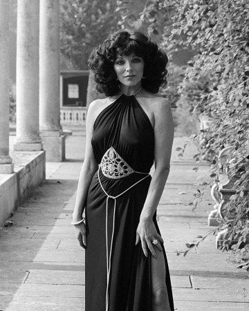 Joan Collins.... Gorgeous!