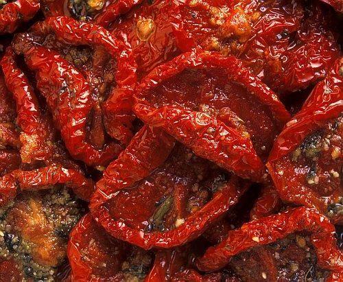 Desidratar tomates no microondas, aprenda como clicando na imagem! #tomates #frutasdesidratadas #dicasdeculinária #receitas #umComo #TudoReceitas
