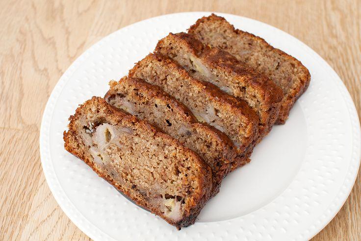 Anbefales spesielt med Calles kakao. Rykende ferskt bananbrød – rett fra ovnen til tallerken nesten. Det er kanskje det beste som finnes. Dette er liksom godt uansett. Spis det som det er, smør på litt margarin, spist det nybakt, neste dag, dagen etter der igjen. Nom nom nom. Og på hyttetur med kakao foran peisen… …