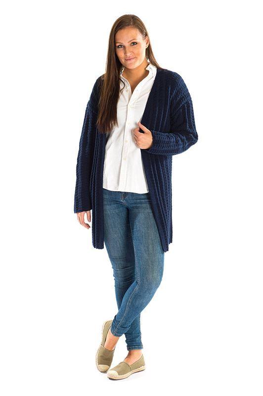 <p>Elegant og lækker lang cardigan strikket i den superbløde kvalitet fra Mayflower kaldet Mayflower Cotton 2. Mayflower Cotton 2 er