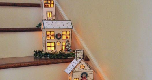 Haz unas casitas iluminadas para escaleras o entrada de casa con moldes