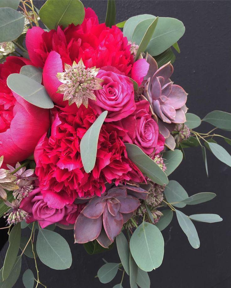 """50 tykkäystä, 1 kommenttia - @kukkaputiikki Instagramissa: """"#kukkaputiikki #kukkakauppanokia #hääkimppu #hääkukat #bridalbouquet #weddingflowers 🌸"""""""