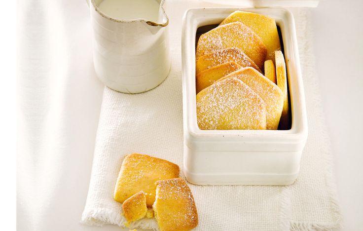Prozioni:30 Tempo totale:115 Tempo cottura:35 Descrizione ingredienti:320 g farina – 250 g burro – 150 g zucchero – 1 uovo – vaniglia Ò sale Ingredienti:320 grammi farina|250 burro|150 grammi zucchero|1 uovo|vaniglia|sale Preparazione:Sbatt ete luovo. Montate il burro con lo zucchero usando le fruste elettriche. Unite luovo, i semi di un baccello di vaniglia, poi la …