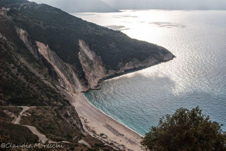 Myrtos Beach at sunset: just speechless http://www.travelstories.it/2014/09/cose-da-sapere-su-cefalonia-unisola-non.html #cefalonia #kefalonia #traveltips #greece #grecia #maregrecia