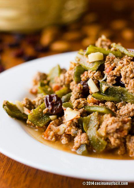 Si hay algo que no puede faltar en la comida mexicana, es el chile, del cual, encontramos diversas variedades, entre ellas, el chile poblano, uno de los más usados en nuestra comida, y sobre todo, el que da lugar a los