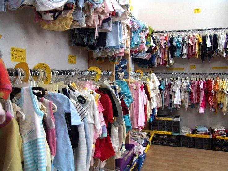 Der Kinder Second Hand Laden Pusteblume im Prenzlauer Berg verkauft eine Fülle von Baby- und Kindersachen und bietet als besonderen Service den Verleih von Kinderwagen, Buggys und Kindersitzen fürs Auto und Kinderkostüme an.