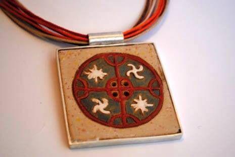 Maggie Sierralta - ethnic pendant - Ceramic, silver, leather