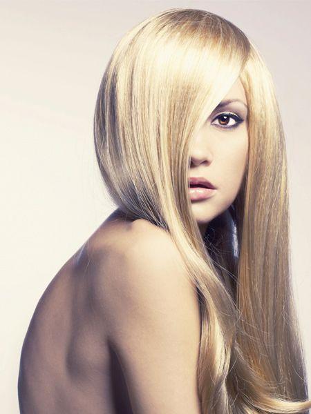 Haare können durch Hormone, Umwelteinflüsse und zu viel Pflege ganz schön mitgenommen sein. Sie werden spröde und trocknen aus, brechen