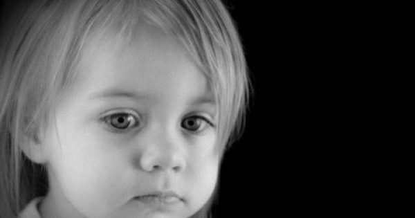 Πολλές φορές σαν γονείς, ξεχνάμε ότι έχουμε απέναντί μας ένα παιδί που το μόνο που θέλει είναι αγάπη από εμάς. Τα οικονομικά προβλήματα, τα νεύρα της δουλε