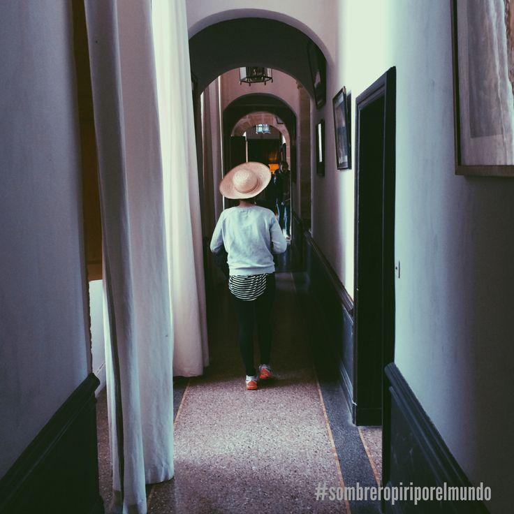 Sombrero por un castillo en Francia