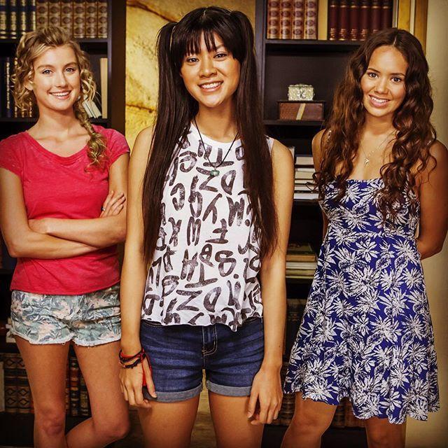 Mako Mermaids - Season 3 with Isabel, Linda and Allie