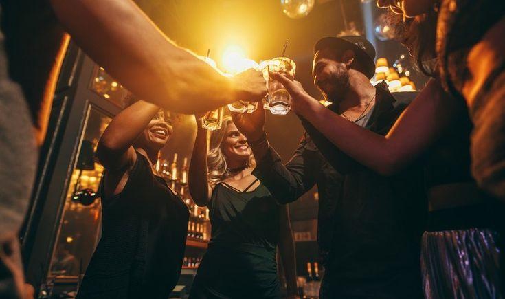Η Τρούμπα ήταν μία από τις πιο κακόφημες περιοχές της Αθήνας γύρω στο 1960 - 1965, λίγο αντισυμβατική και λίγο αμαρτωλή. Η περιοχή πλέον αναβιώνει μέσα από τα μπαρ και τα all day bar restaurants που κοσμούν τους δρόμους της.