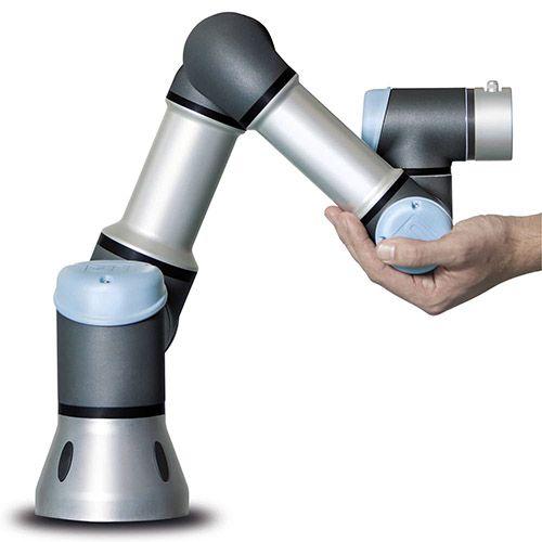ROBOTS PARA TODO TIPO DE INDUSTRIA. Universal Robots (UR) es una compañía dedicada a crear robots industriales que automatizan y optimizan procesos industriales repet