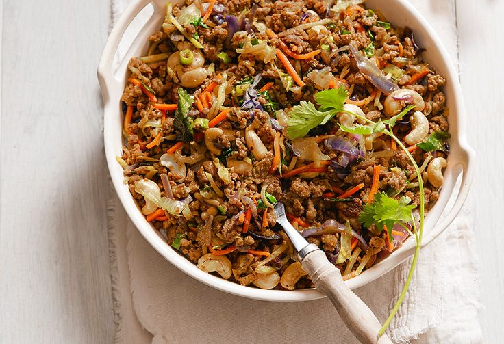 A beef chow mein in under 20 minutes and with only 5 ingredients? This will be a family dinnertime hit!