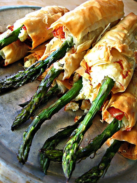 Quite a few sinful appetizer recipes to be found here, but I am especially taken with the Prosciutto, Goat Cheese and Asparagus Phyllo Bundles