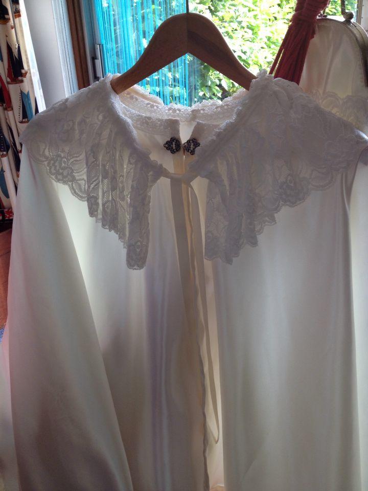 Bruidcape met afneembare kanten kraag