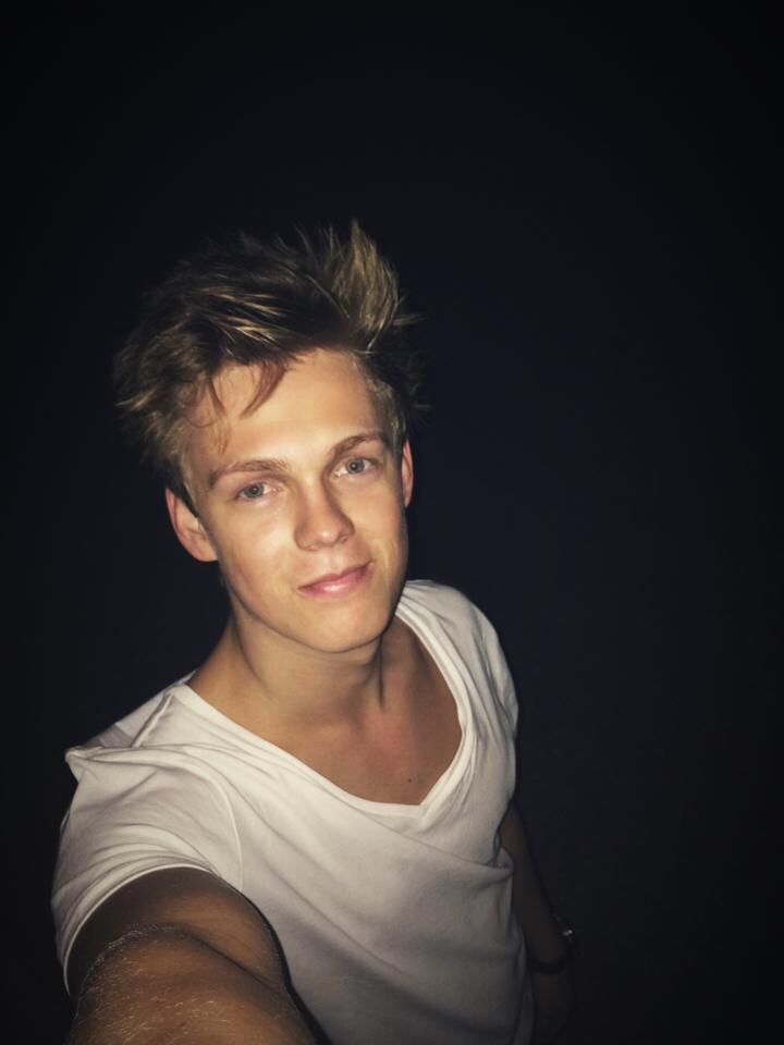 Caspar Lee, the best YouTuber ever, young, hot, British and funny,