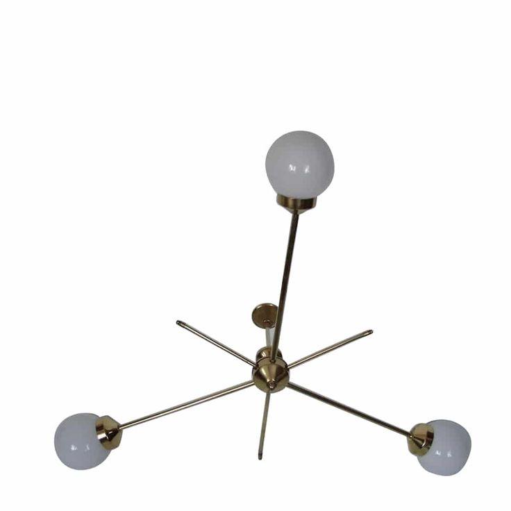 Żyrandol z lat 60. Wykonany w całości z mosiądzu, klosze ze szkła. Wymaga trzech żarówek…