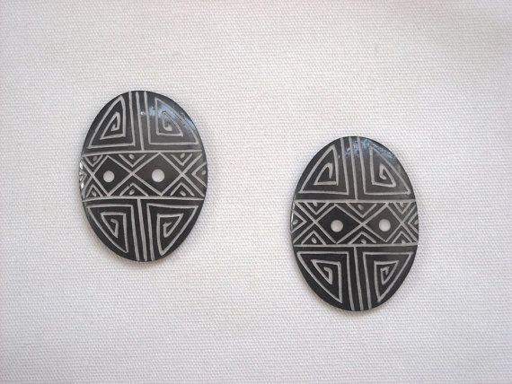 2 pcs. BONE CARVED ethnic motifs. Oval 4X3 cm by ExtravaganzaCraft  DIY.  You will receive 2 pcs of this original cabochon made in bone and carved with ethnics motifs, dye in black.  Dimensions: Oval 4X3 cm (1.57X1.18 inches)