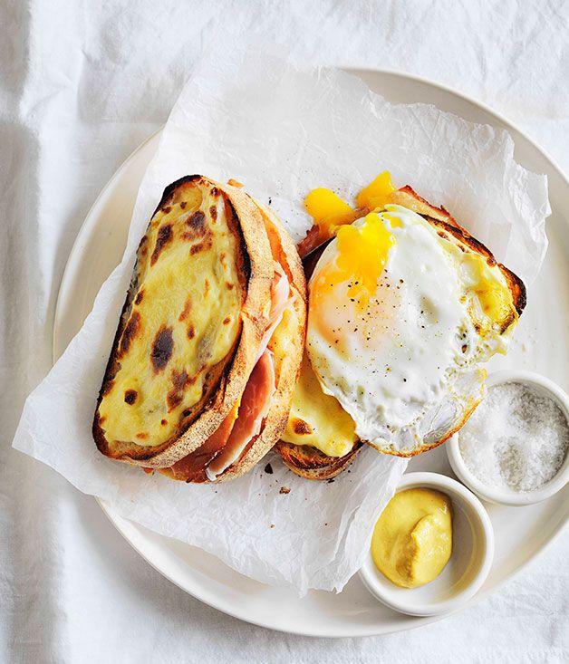 Lieliskas brokastis! Ceptas siera maizītes papildinātas ar šķiņķi un ceptu olu.