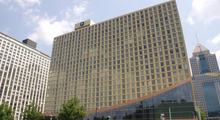 Wyndham Grand Pittsburgh Pittsburgh Located in the heart of Pittsburgh city centre, this hotel boasts 2 full service bars and a restaurant. Free Wi-Fi is available in every guestroom. The Duquesne Incline is 1 mile away.