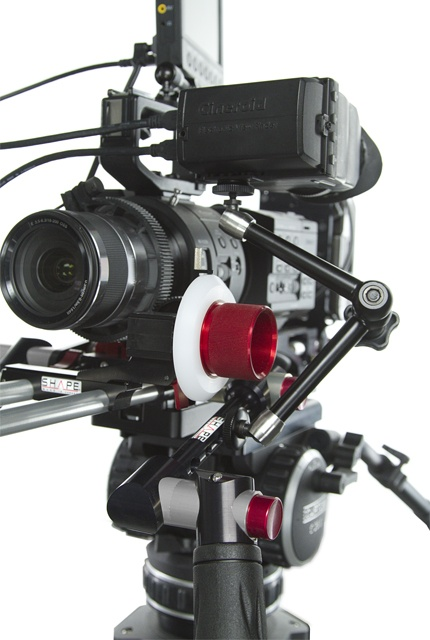 SHAPE 7000 V-lock quick release base plate ( BP7000 ) Sony #FS700 and #evf , mounted on our threaded Quick Handles ! http://shapewlb.com/en/product/products/shape-support/professional-6000-series/7000-v-lock-quick-release-baseplate_165.aspx?id_page_parent=200=typemodule%3d1017%26globalitemindex%3d8%26aidcategorie%3d34%26sort%3dPrixASC