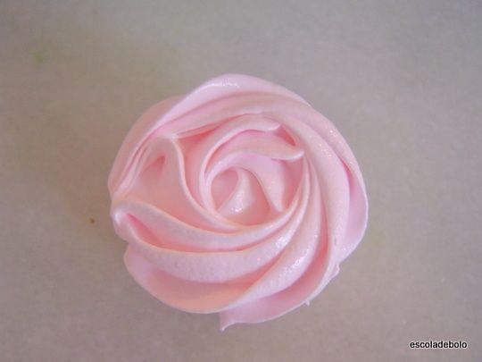 Esta cobertura é perfeita para decorar bolos e cupcakes. Além de ter um sabor…