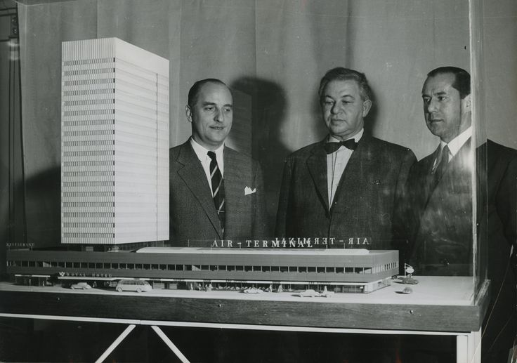 SAS Royal Hotel model presentation attended by Arne Jacobsen and Alberto Kappenberger, c. 1955