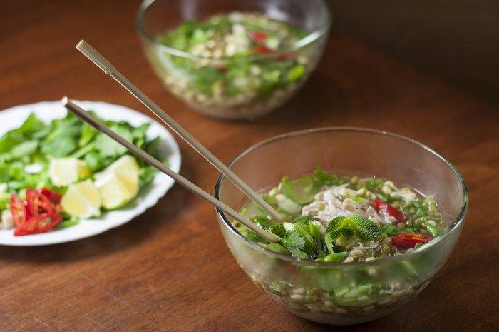 Вьетнамский суп с индейкой и рисовой лапшой