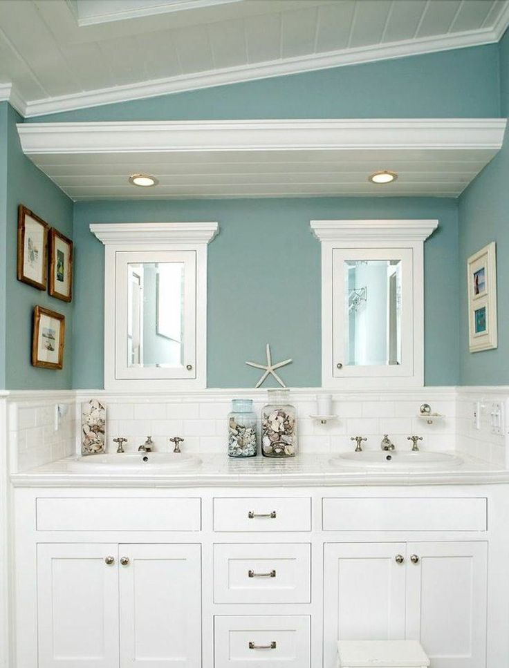 Les 25 meilleures id es concernant salles de bains bleu for Meubles blancs style bord de mer