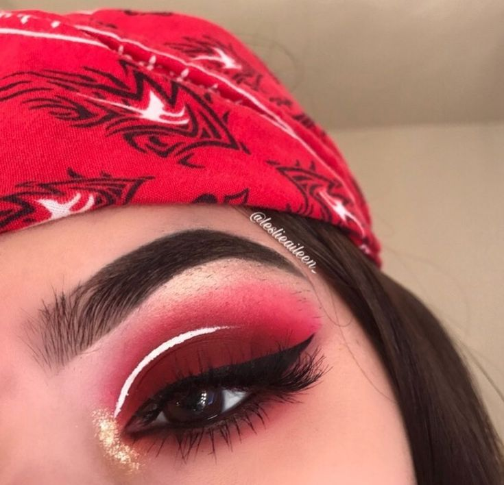 Deep cranberry shadows: love this red eye makeup with a white stripe and gold glitter in the inner corner. Perfect bold makeup