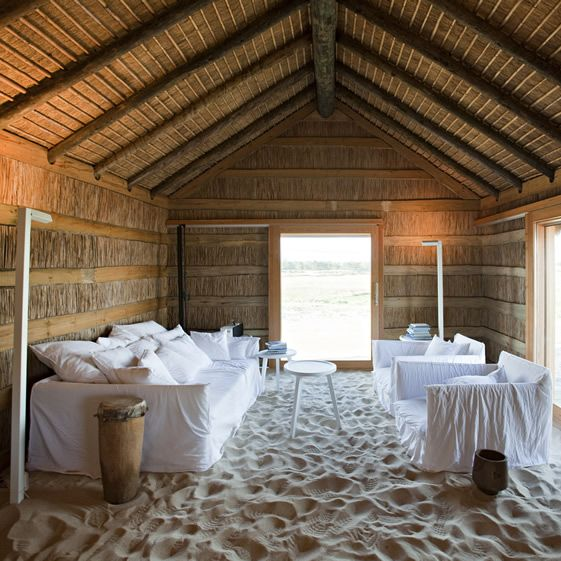 For those who can't wait for that soothing underfoot feeling, or prefer a more sedentary, motor-free holiday, owner João has brought in bucketfuls of fine golden sand to floor the kitchen and dining areas...