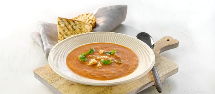 Oppskrift på Tomatsuppe med pasta, foto: