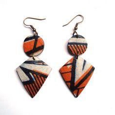 www.cewax.fr aime les bijoux ethno tendance Bijoux ethniques et style tribal. CéWax aussi fait des bijoux en tissus imprimés africains, on vous retrouve en boutique ici: http://cewax.alittlemarket.com/ - Boucles d'oreille wax et noix de coco doubles (orange et bleu marine)