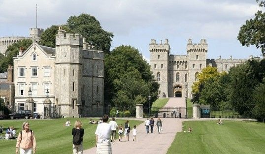 Windsor is most famous for one thing – the Queen! She makes her main home at Windsor Castle, which dominates the town.